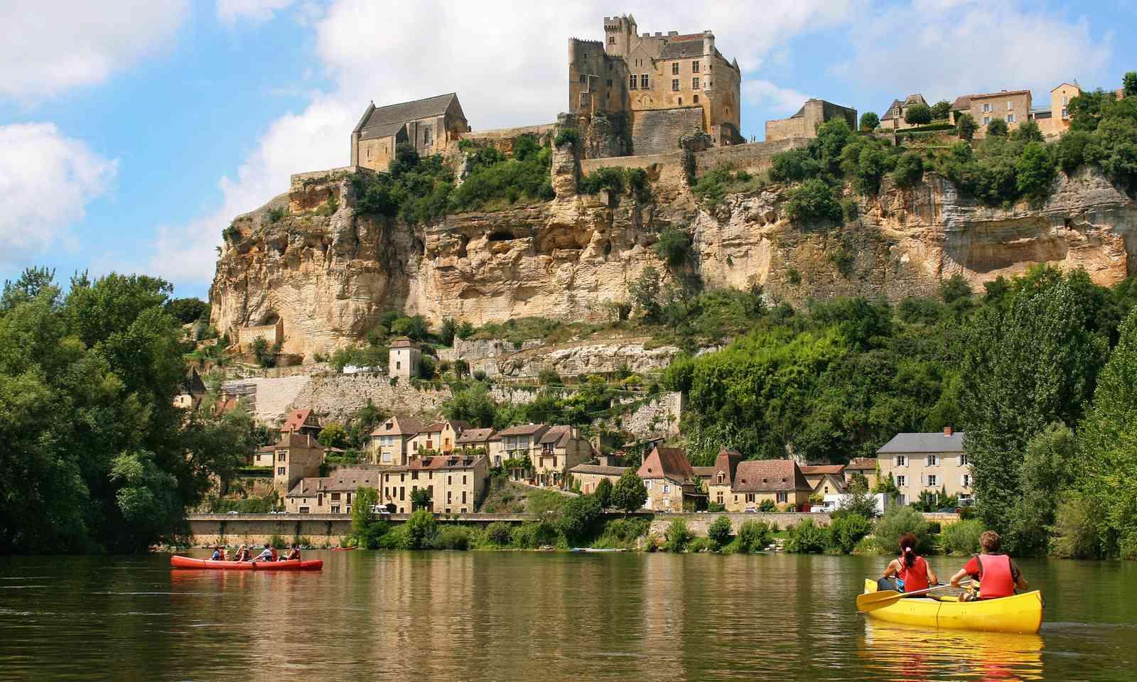 Kayaking on the Dordogne River (Dreamstime)