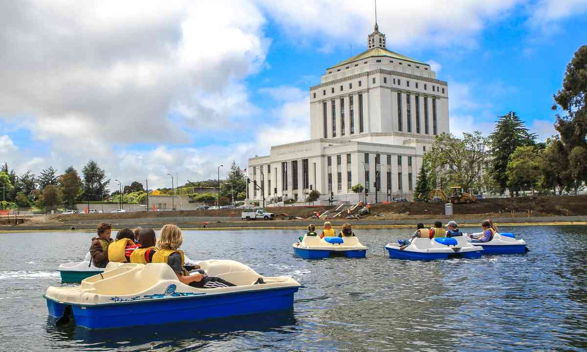 Pedal boating on Lake Merritt (Terri Phelan/VisitOakland.com)