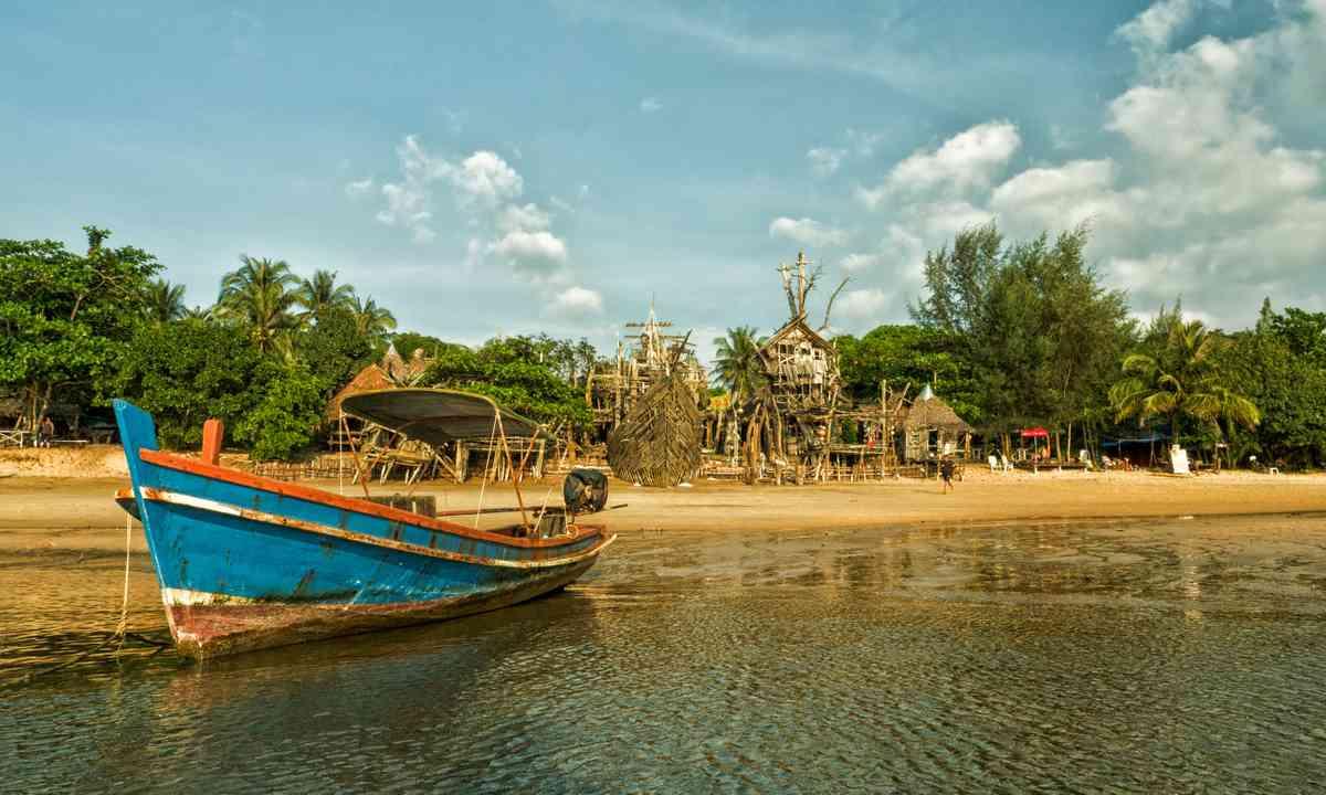 The Hippie Bar on Ko Phayam (Liz Cleere/Jamie Furlong)