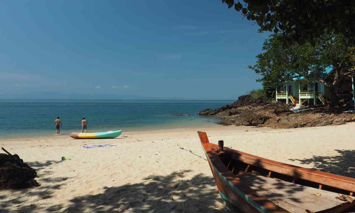 The beach at Ko Chang (Liz Cleere/Jamie Furlong)