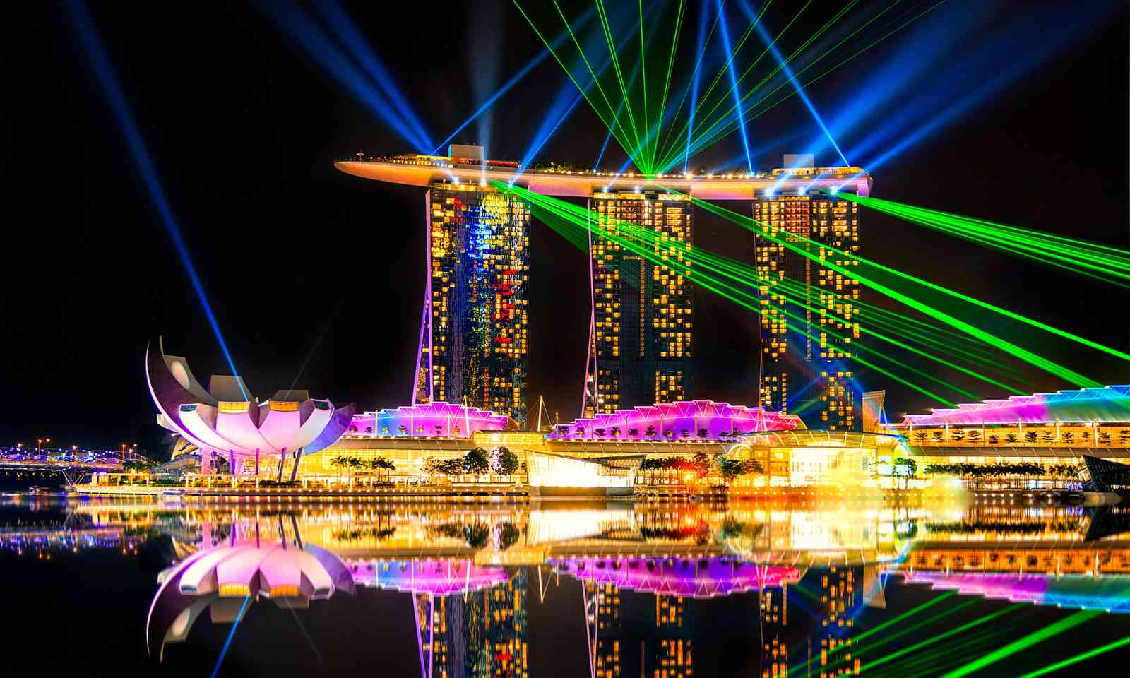 Laser show at the Marina Bay Sands (Dreamstime)