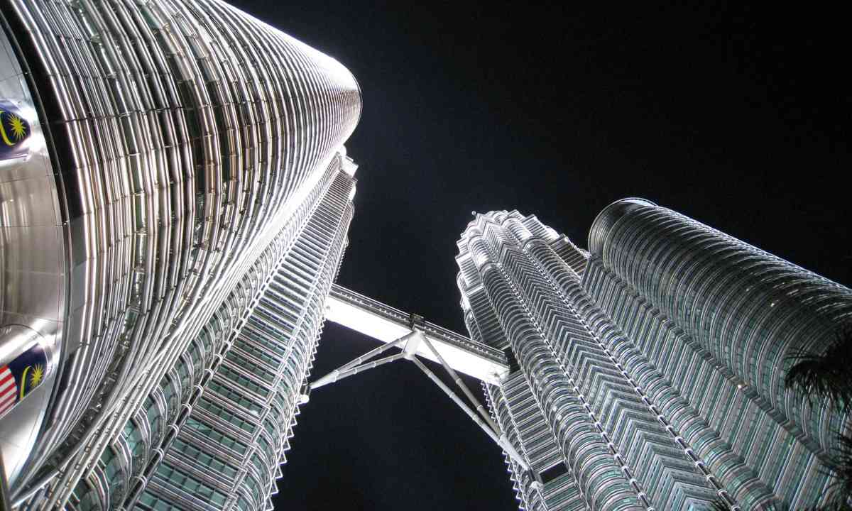 Looking up at the Petronas Towers at night (Dreamstime)