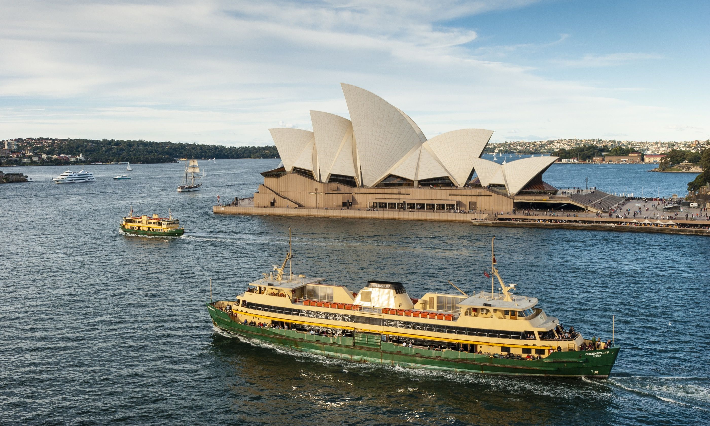 A boat on Sydney Harbour, Australia (Dreamstime)