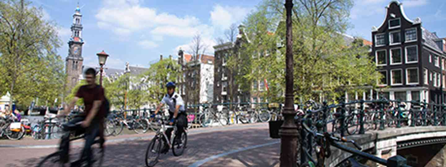Bicyclin in Amsterdam (Wikimedia Commons - Jorge Royan)