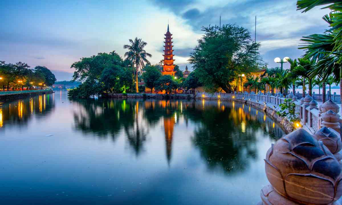 Tran Quoc Pagoda at sunset (Dreamstime)