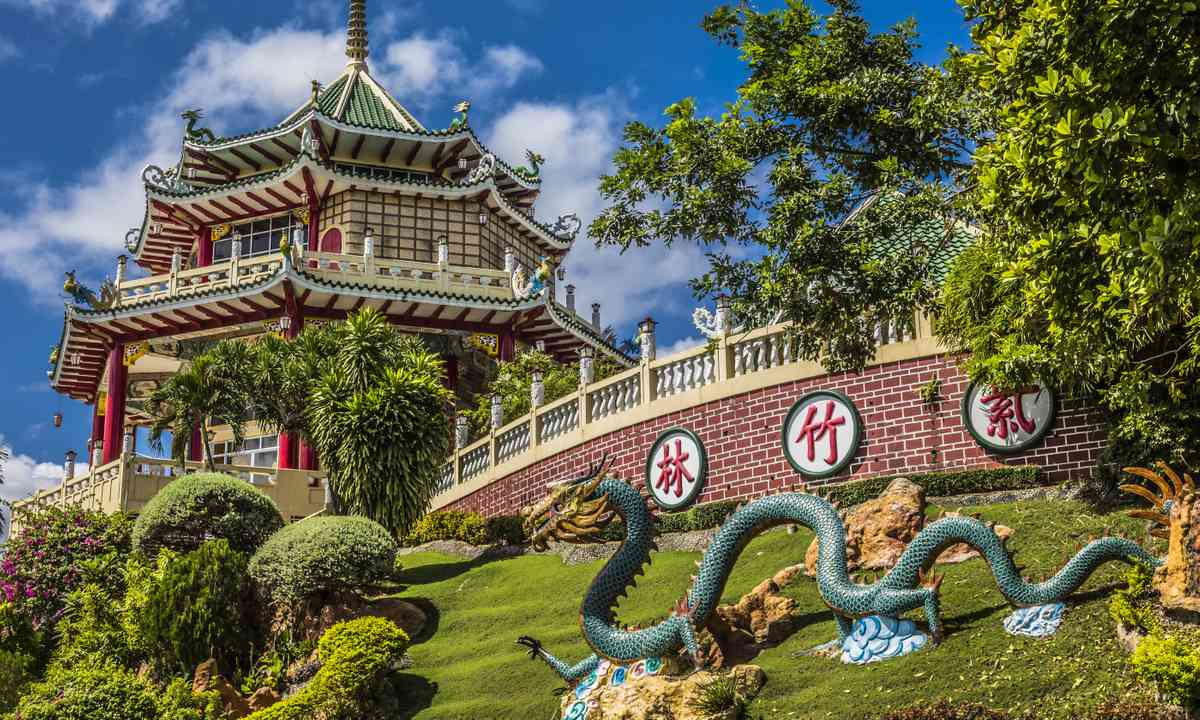 The pagoda and the dragon (Dreamstime)