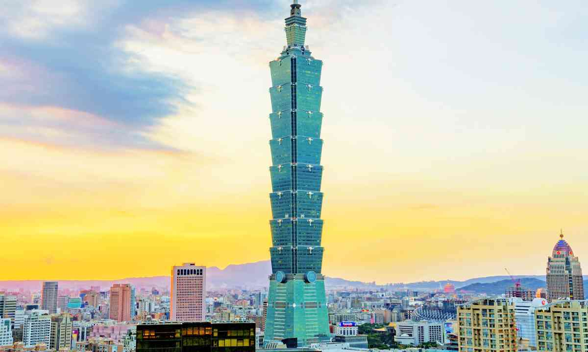 Taipei 101 as seen from Elephant Mountain (Dreamstime)