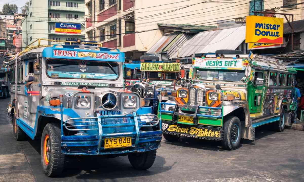 Jeepney taxis (Shutterstock)