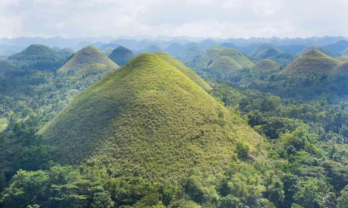 Chocolate Hills (Shutterstock)