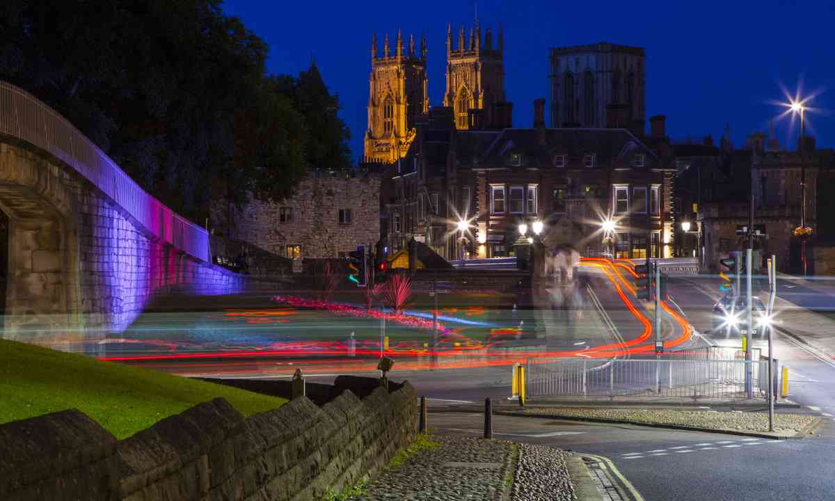 York city walls and Minster at dusk (Dreamstime)