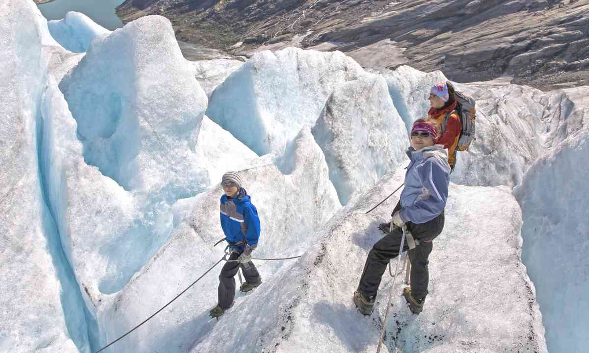 Family climbing on a glacier together (Dreamstime)