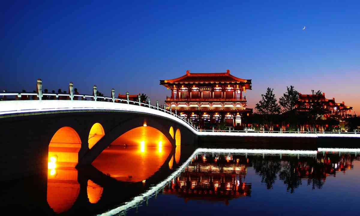 Bridge to old Xi'an (Dreamstime)