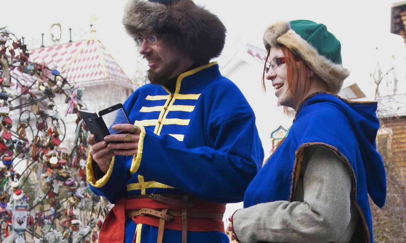 Mobile phone users in Russia (Dreamstime)