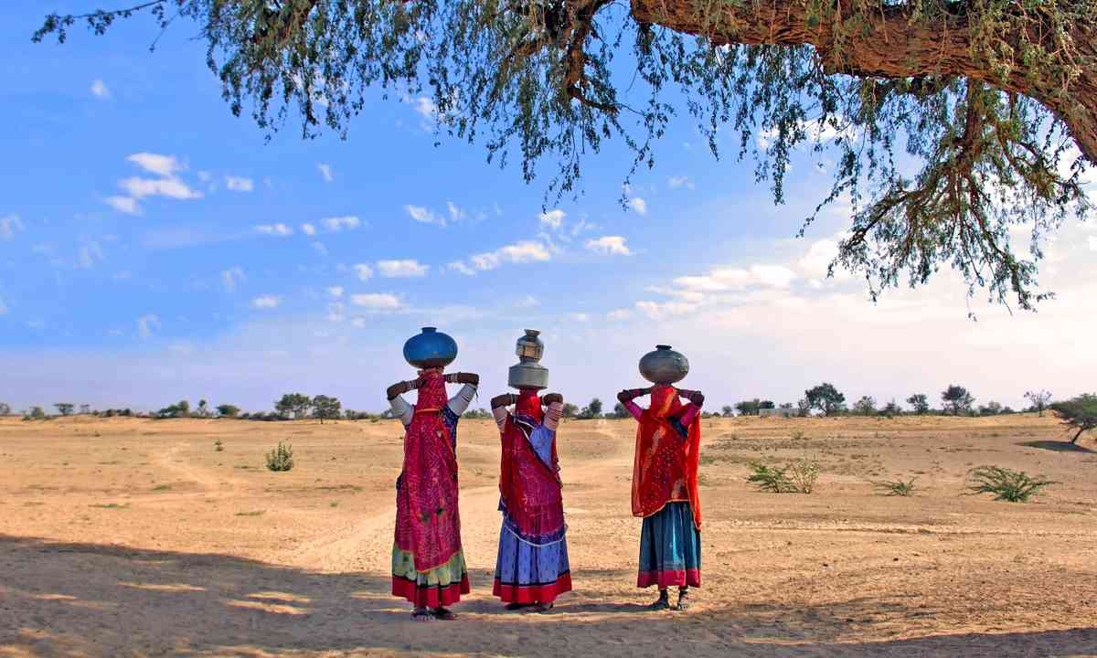 Carrying water in Rajasthan (Dreamstime)