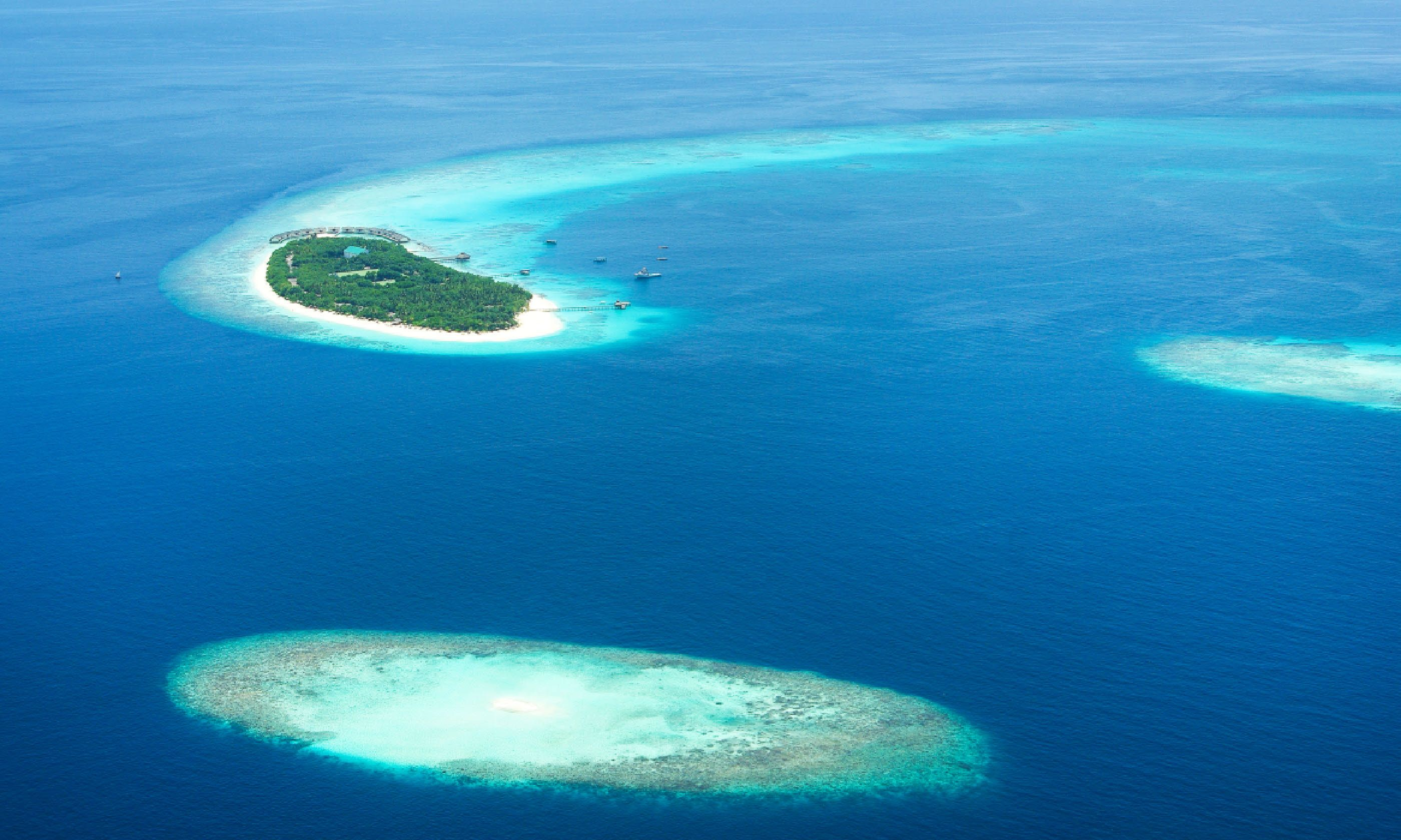 Tropical islands in Indian ocean from above, Maldives (Shutterstock)
