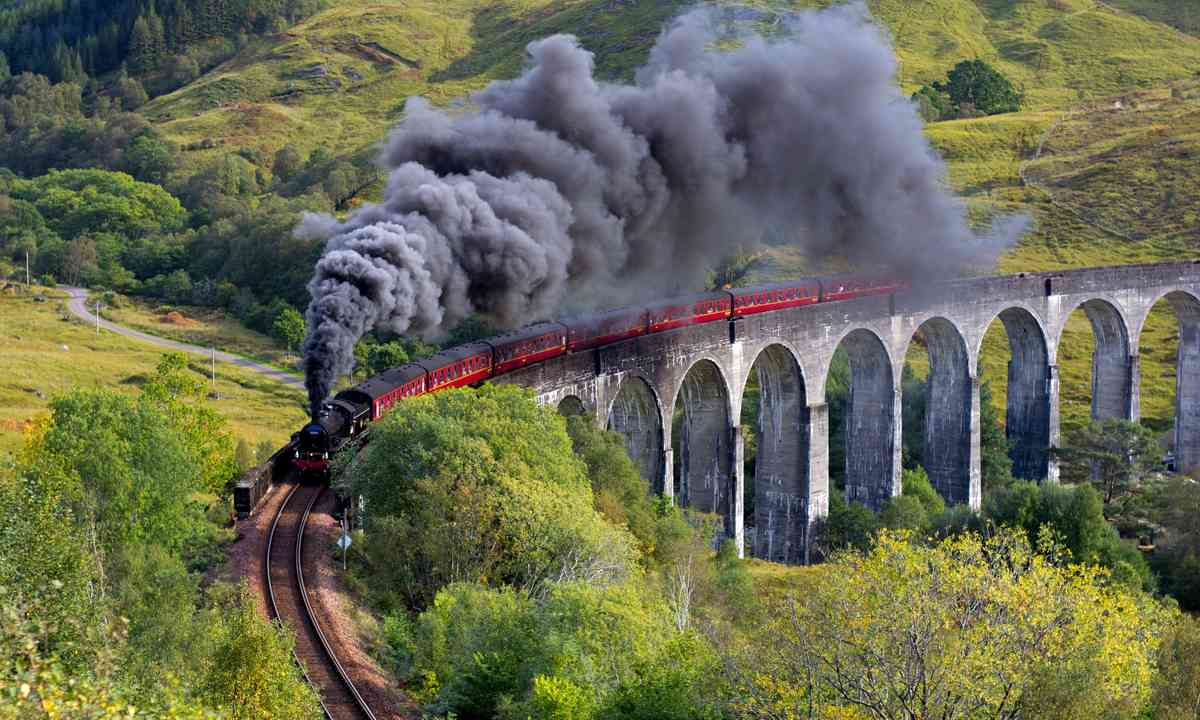 Steam billowing from the Jacobite Steam Train (Dreamstime)