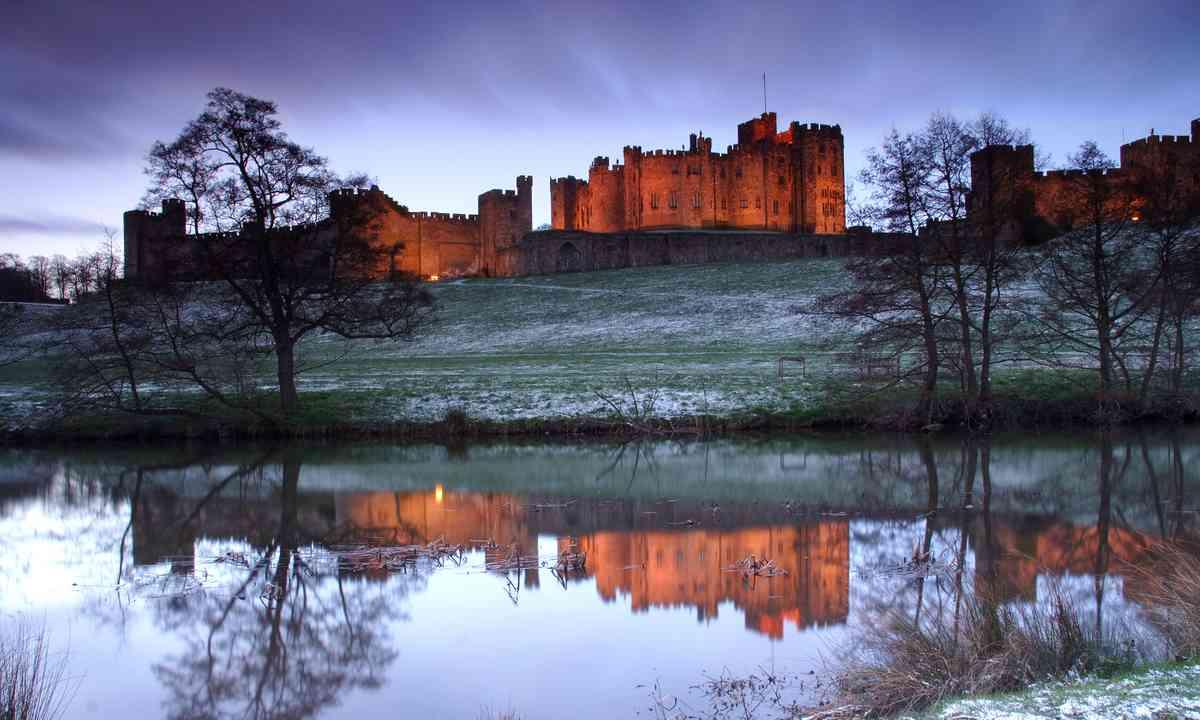 Alnwick Castle. Moody (Dreamstime)