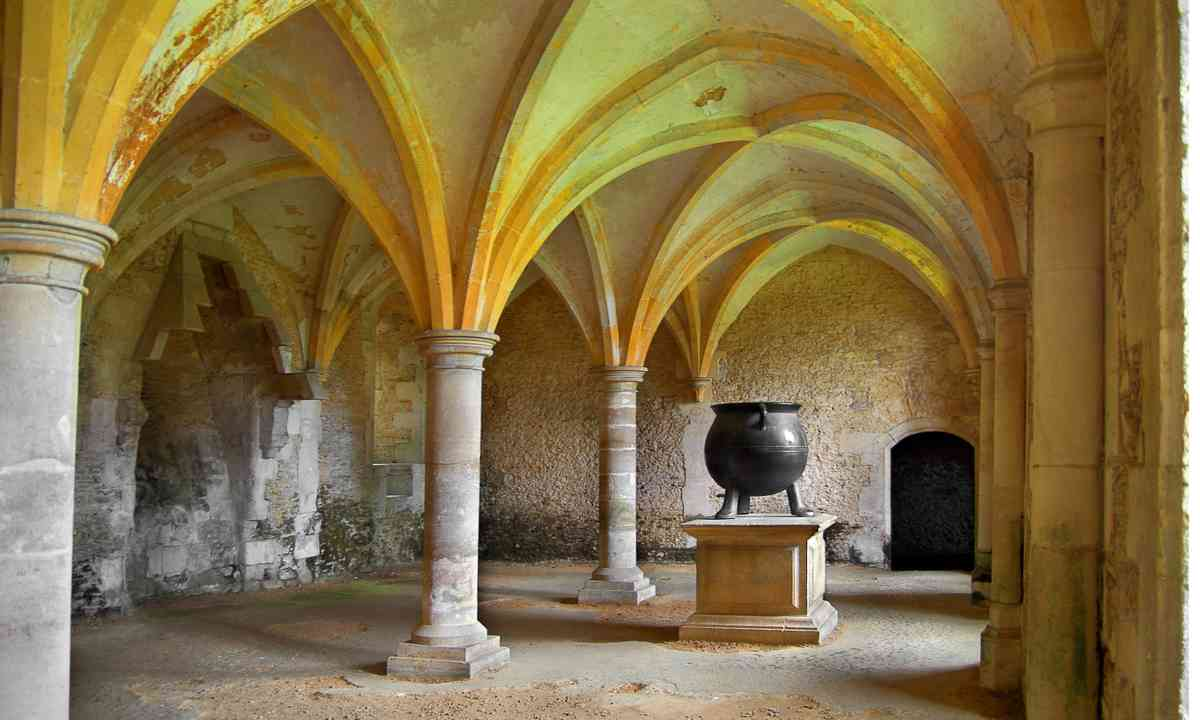 Medieval cauldron in Lacock Abbey (Dreamstime)