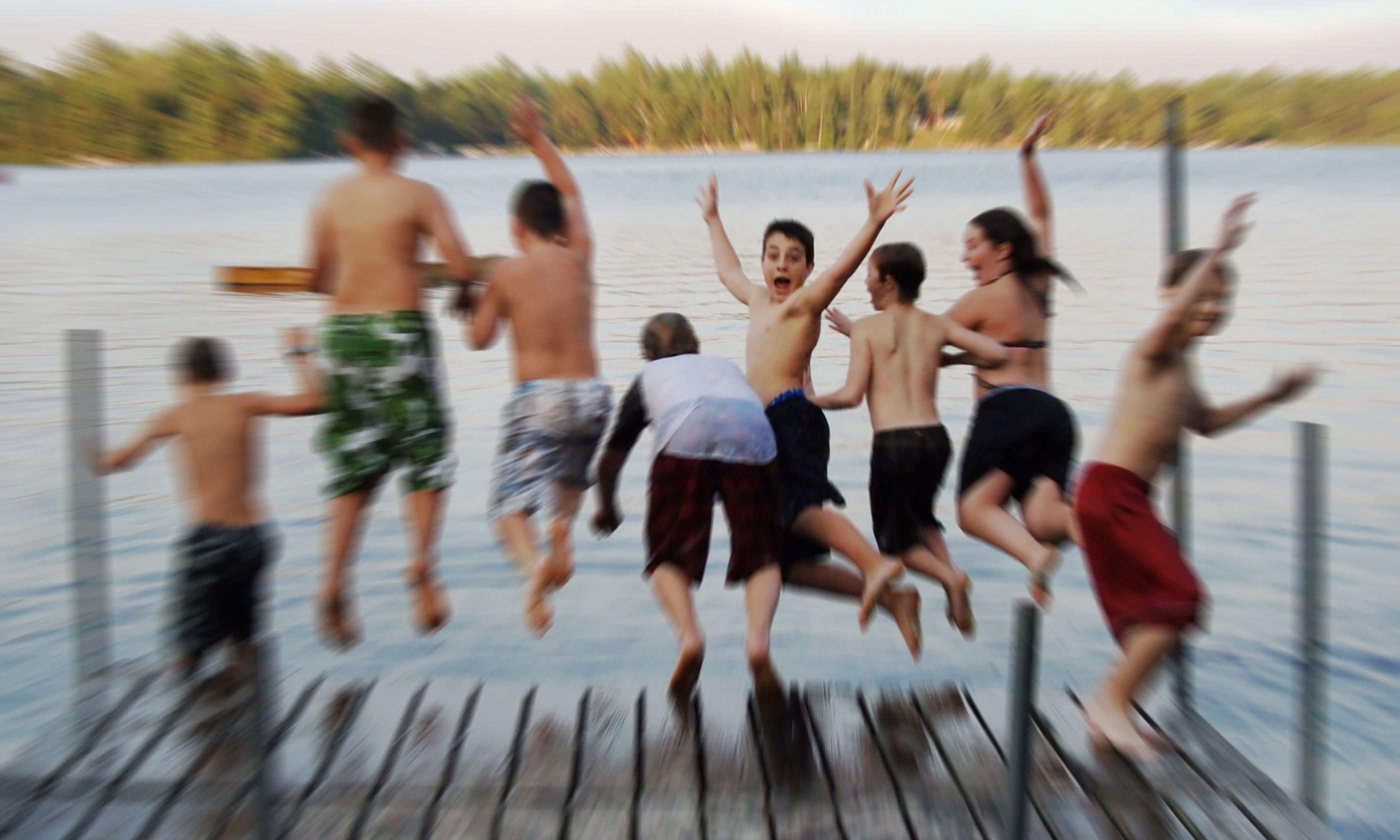 Kids jumping into lake (Dreamstime)