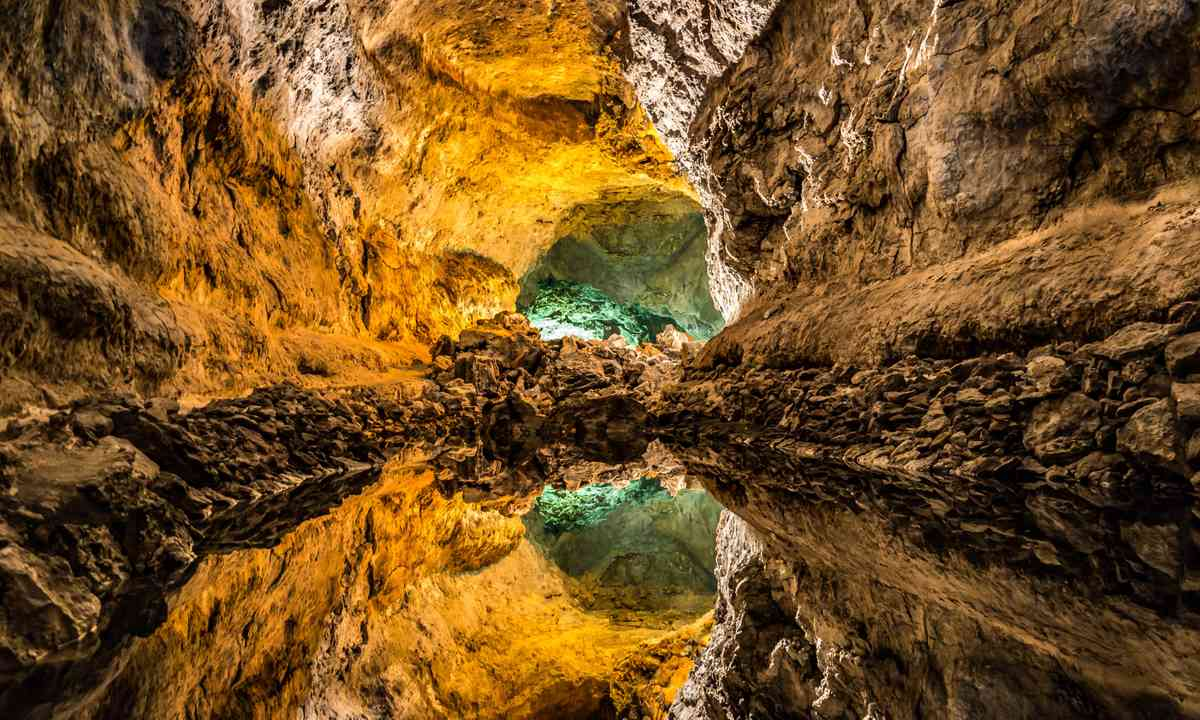 Spanish caves (Dreamstime)