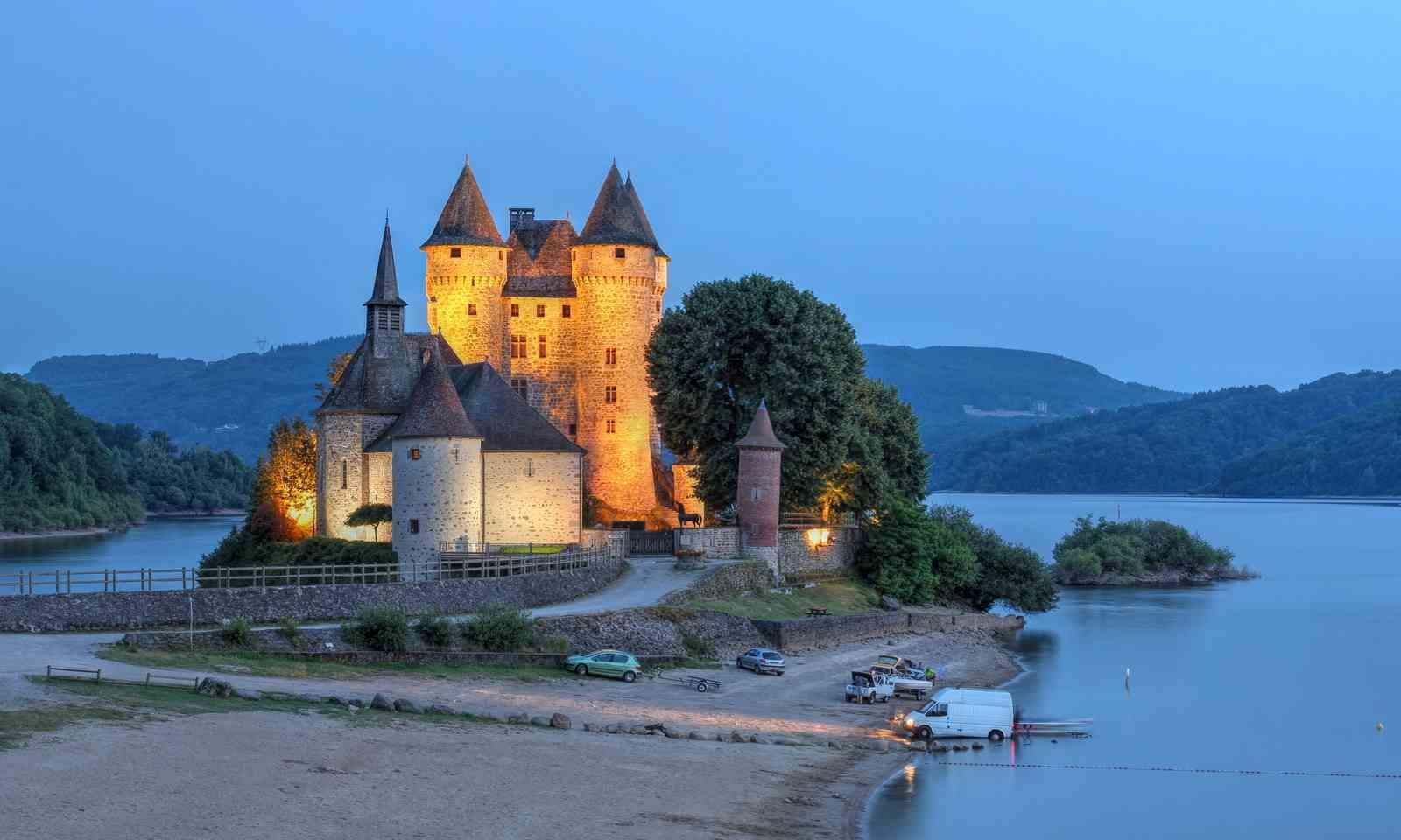 Chateau de Val (Dreamstime)