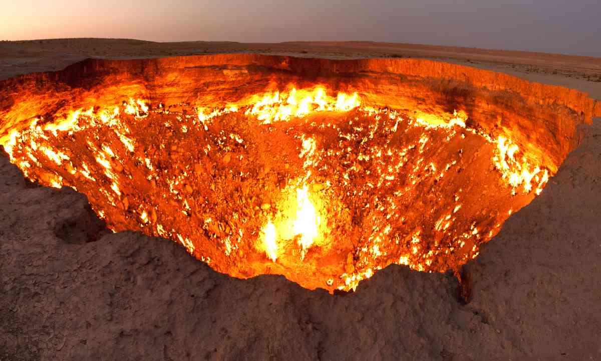 Darvaza Crater (Creative Commons: Tormod Sandtorv)