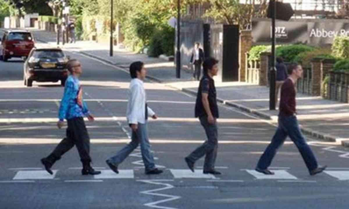Crossing Abbey Road (badgreeb fattkatt)