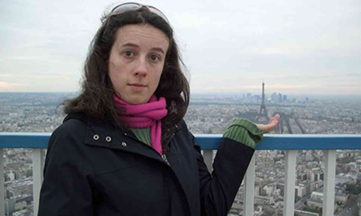 Holding the Eiffel Tower (Rightee)