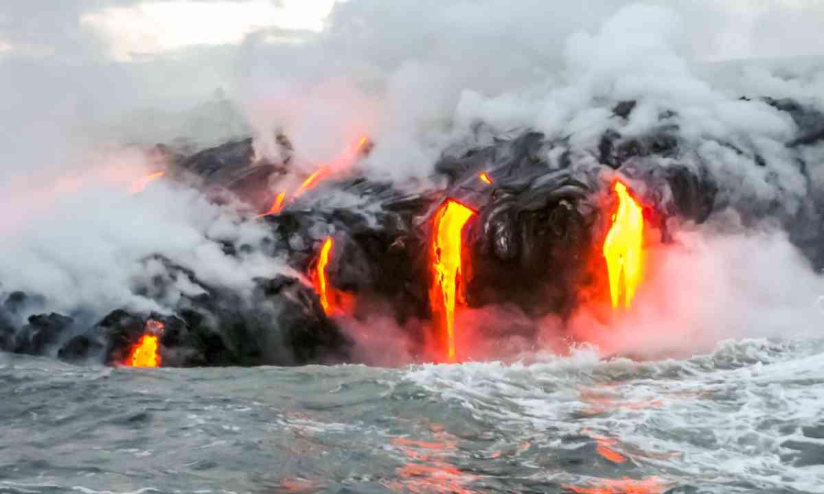 Lava flowing into the sea, Kilauea, Hawaii (Dreamstime)