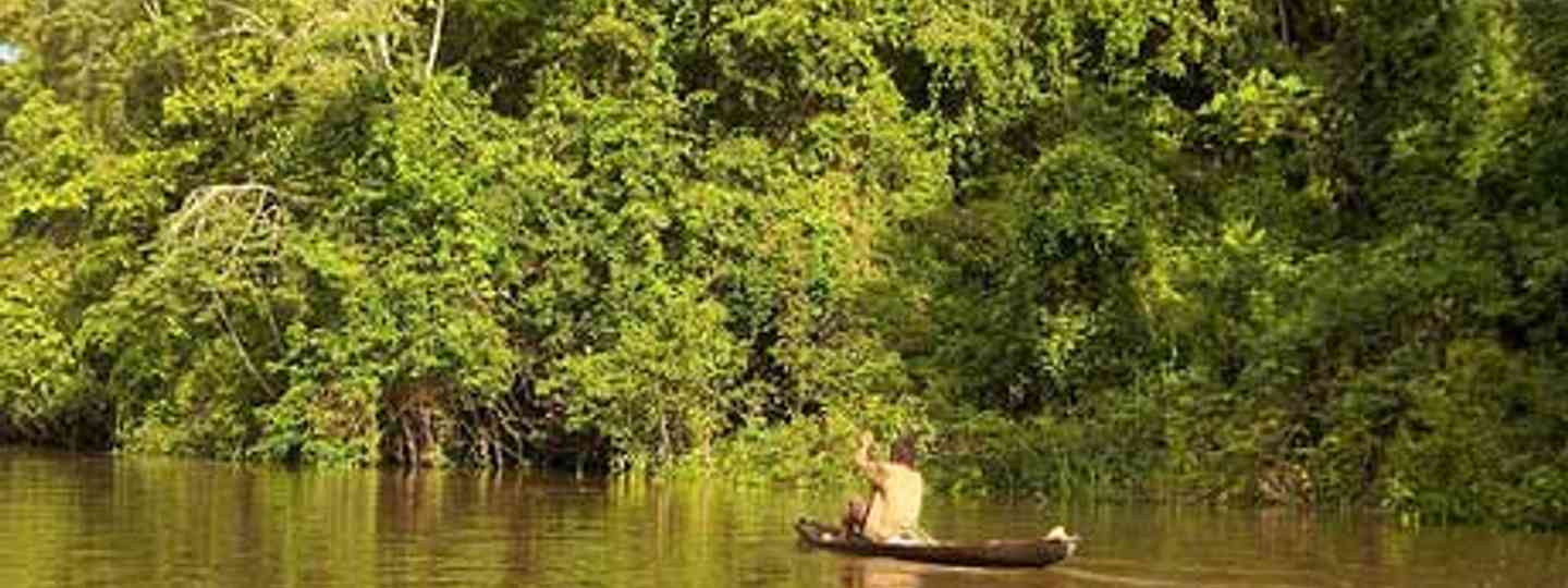 Dugout canoe on the Amazon (adrimcm)