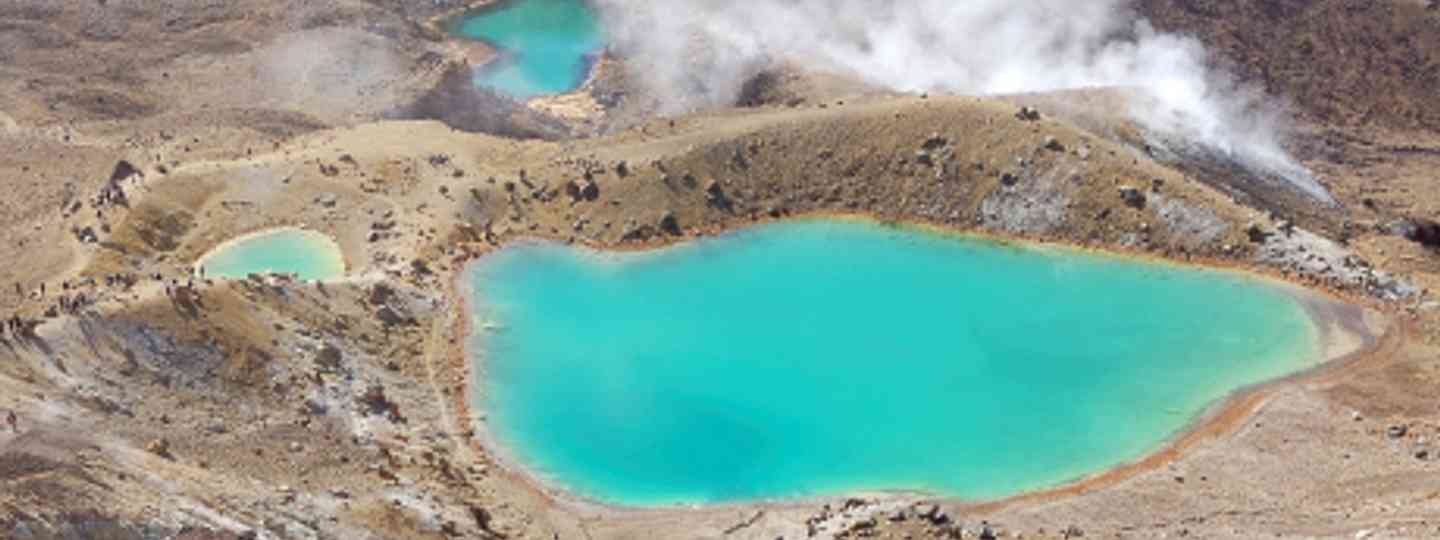 Emerald lakes on the Tongariro Alpine crossing New Zealand (Rosino)