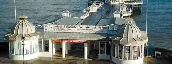 Cromer Pier (Tim Phillips – British Seaside Piers)