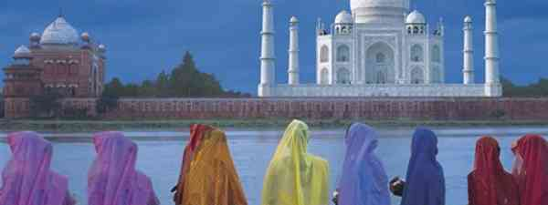 Colourful woman at the Taj Mahal (Dreamstime)