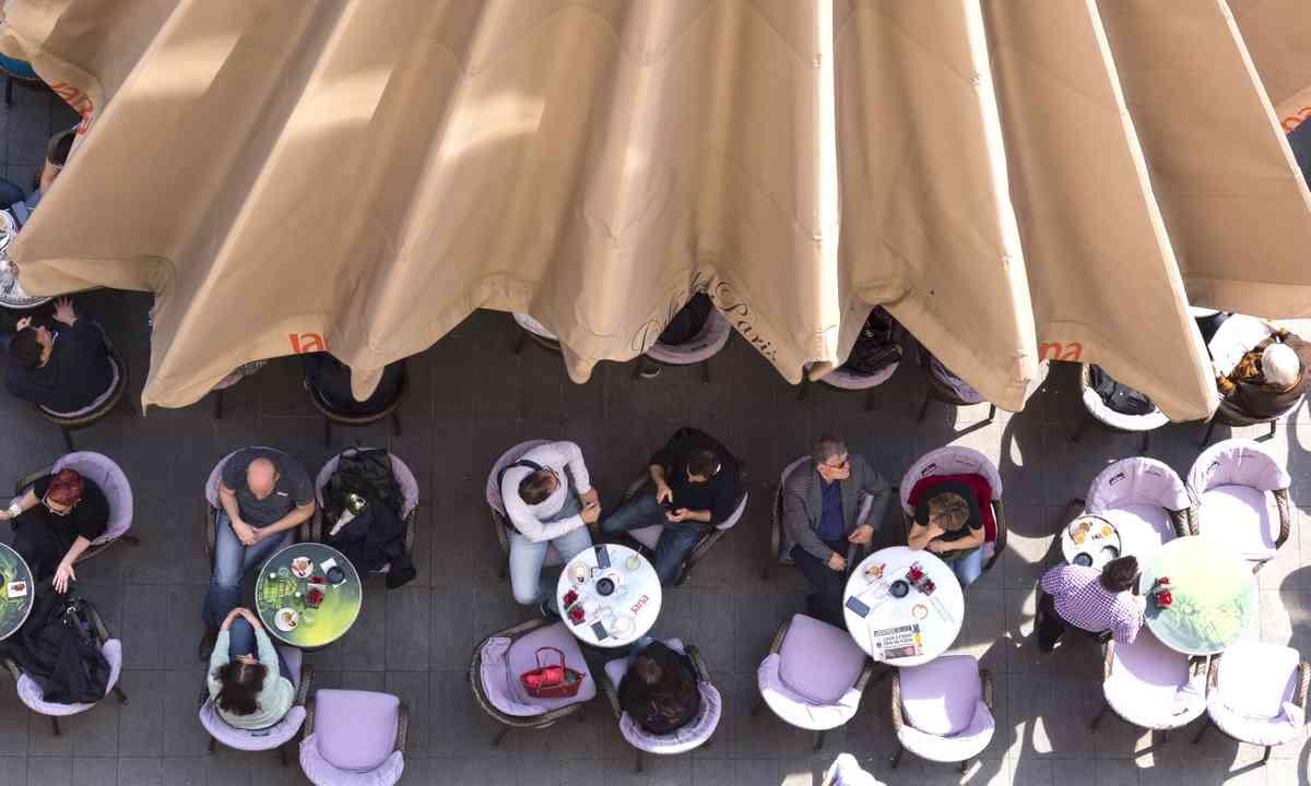 People having coffee in Flower Square, Zagreb (Dreamstime)