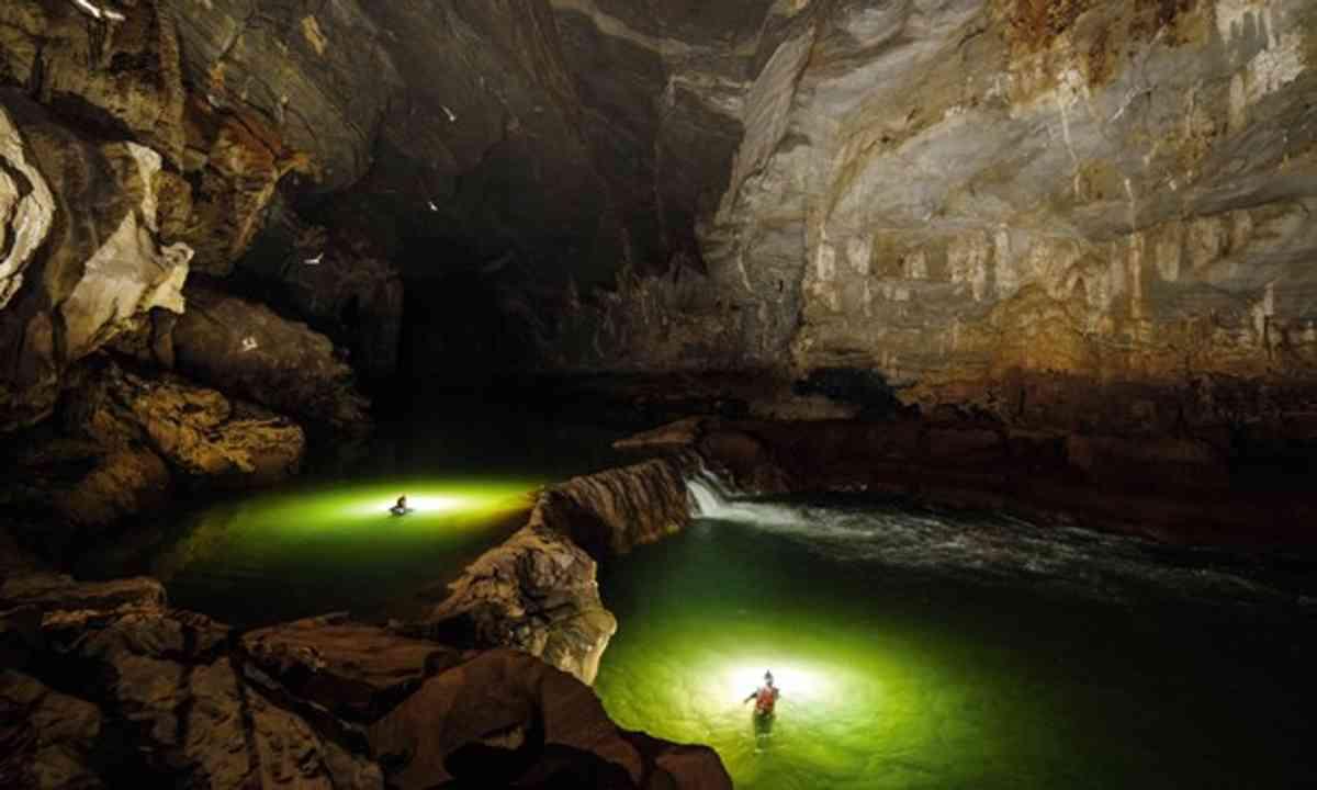 Caving in Vietnam (Ryan Deboodt/Oxalis)