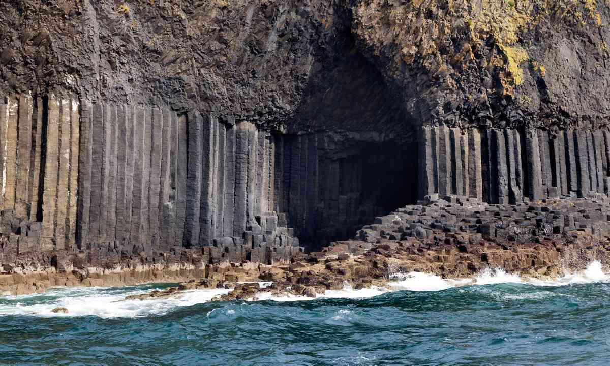 Fingal's Cave (Dreamstime)