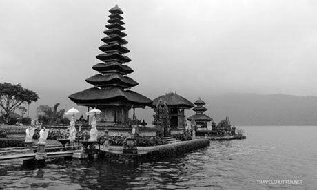 Balinese Temple (Travel_Shutter)