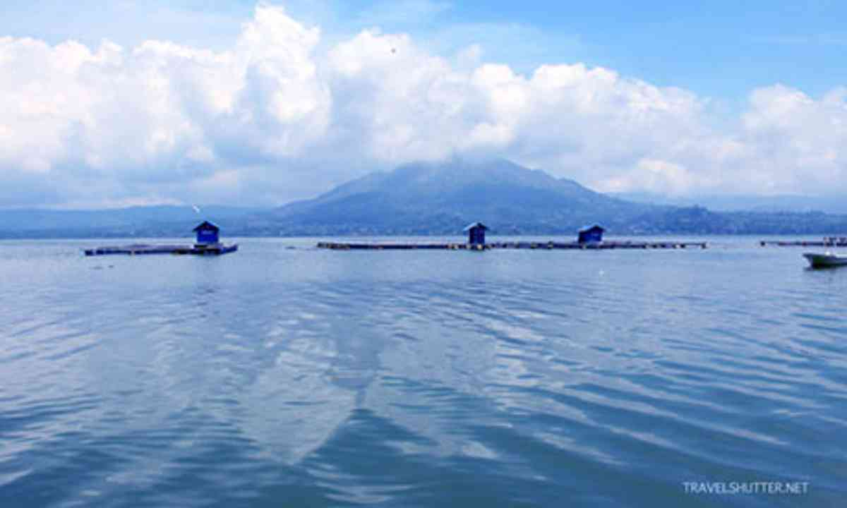 Balinese Lake (Travel_Shutter)