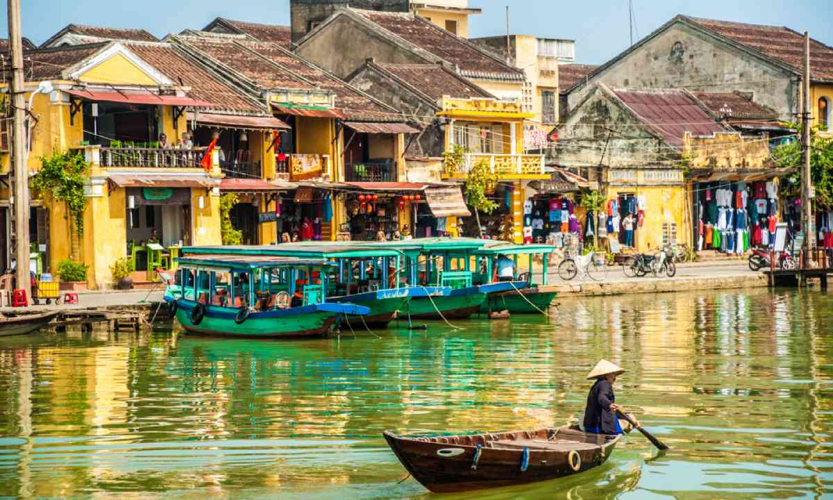 Traditional boats in Hoi An (Shutterstock)