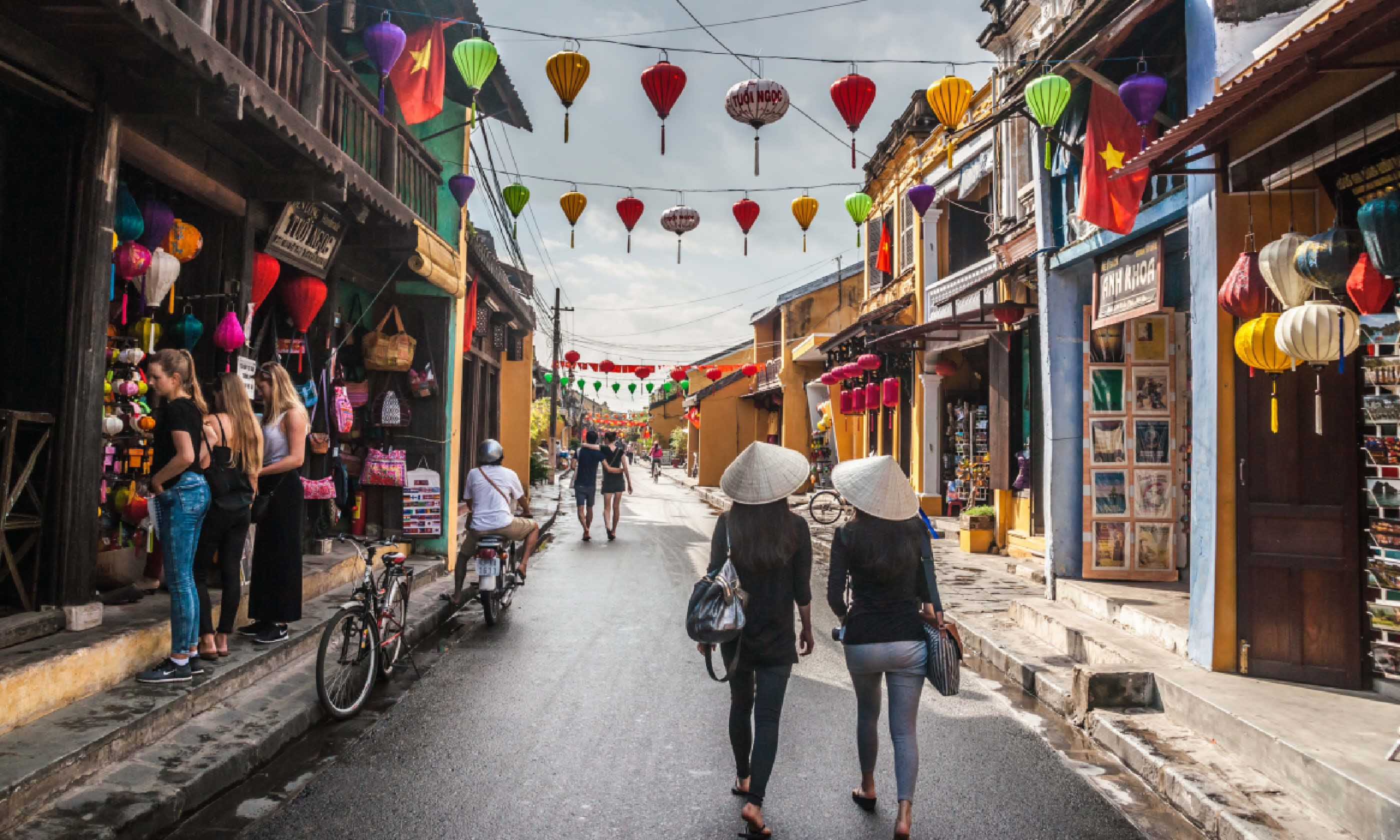 Walking the lanes of Hoi An (Shutterstock)