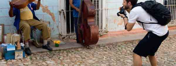 How to take great street photos in Cuba (Claire Boobbyer/Julio Munoz)