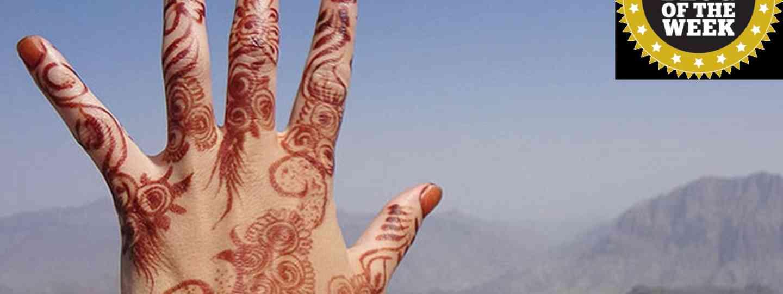 Henna hand in Oman (Joāo Leitão)