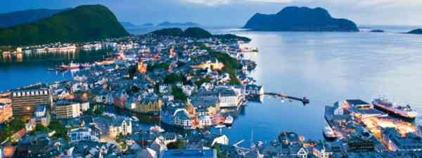 The views over Ålesund's coastline are well worth the hike (iStockphoto)