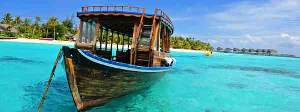 Maldivian dhoni (Shutterstock: see credit below)