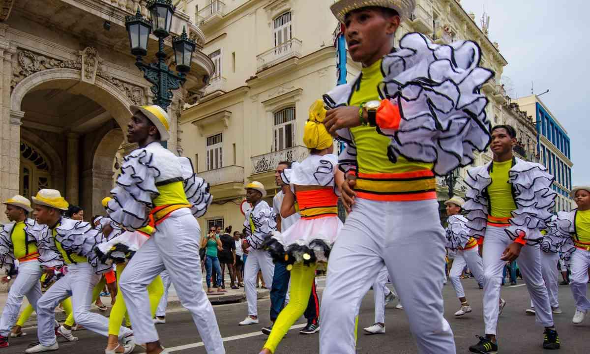 Street dancers in Havana (Dreamstime.com)