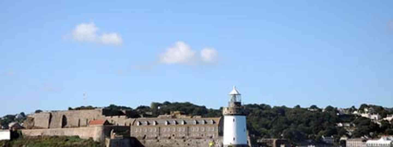 Lighthouse St Peter Port (dreamstime_xs_16232459)