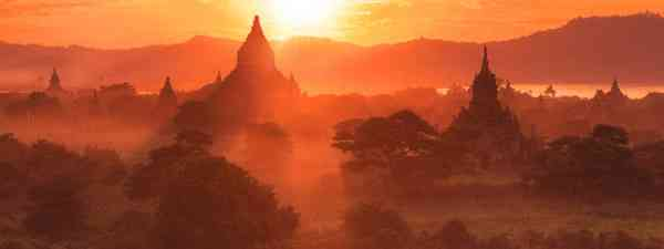 Sunset over temples and rice fields, Bagan, Burma (dreamstime)