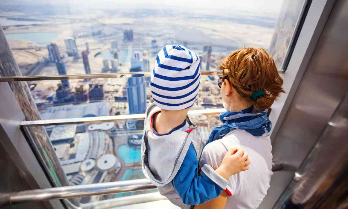 Taking in the view from Burj Dubai (Shutterstock)