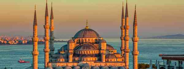 The Blue Mosque beckons (Shutterstock.com. See main credit below)