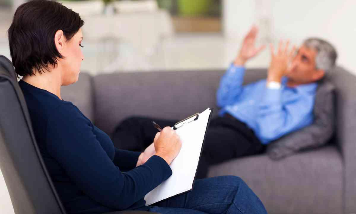 Psychologist with patient (Dreamstime)